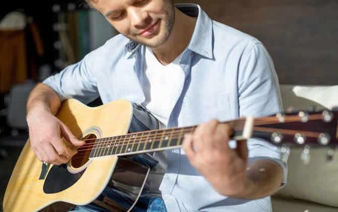 现在一把吉他多少钱